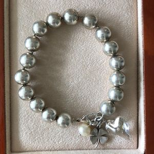 Stunning sterling silver bracelet with charm